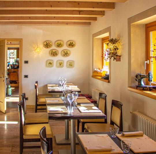 https://dolomitimountainresort.com/wp-content/uploads/2021/04/sala-ristorante-540x533.jpg